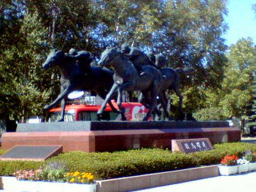 札幌競馬場の銅像?