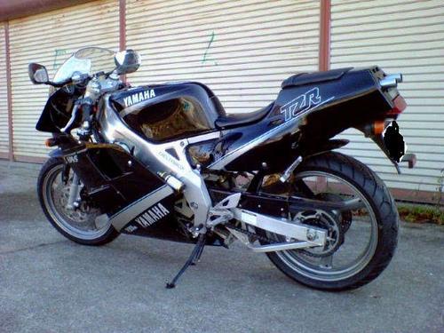 黒いTZR250・・・